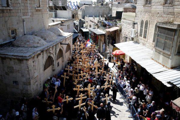 В Иерусалиме начались крестные ходы к Гробу Господню