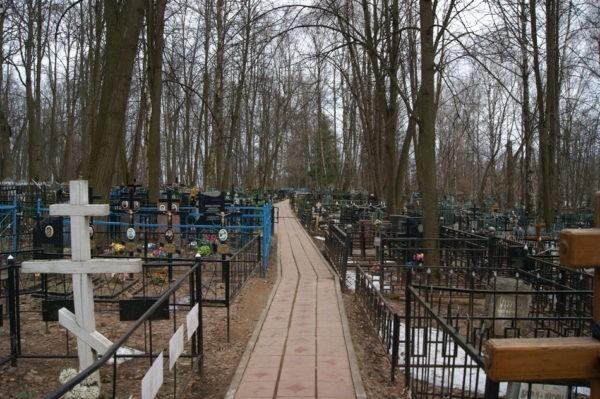 Раскольники заблокировали дорогу на кладбище прихожанам  Украинской Церкви