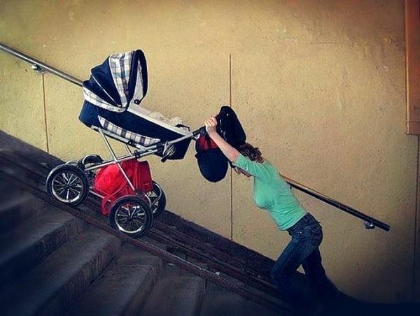 Детский омбудсмен: Запрет на коляски в метро создает угрозу для детей