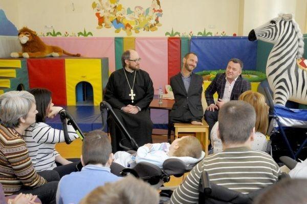 Ник Вуйчич посетил пациентов петербургского Детского хосписа