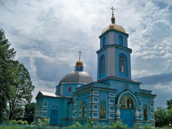 Украинские радикалы захватили храм УПЦ Московского патриархата