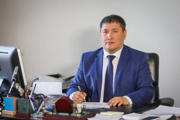 Глава якутского Минздрава спас жизнь человеку на борту самолета