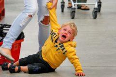Чужой ребенок в истерике – 6 советов, как помочь и не навредить