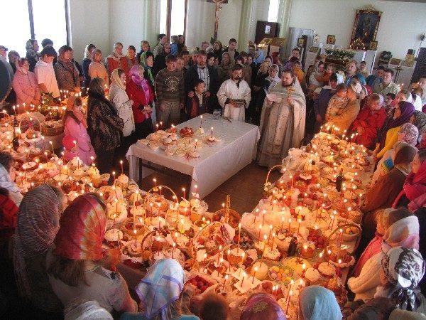 Тюменские священники против массового освящения куличей и яиц на производствах