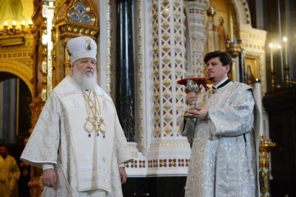 Путин приехал напасхальное богослужение вхрам Христа Спасителя