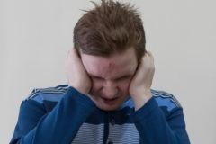 Если человек кричит, дерется и кусается – как понять, что он страдает?