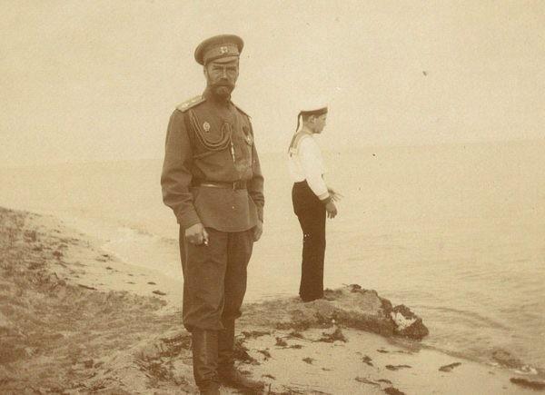 Пользователи соцсетей раскрасят фотографии семьи Романовых