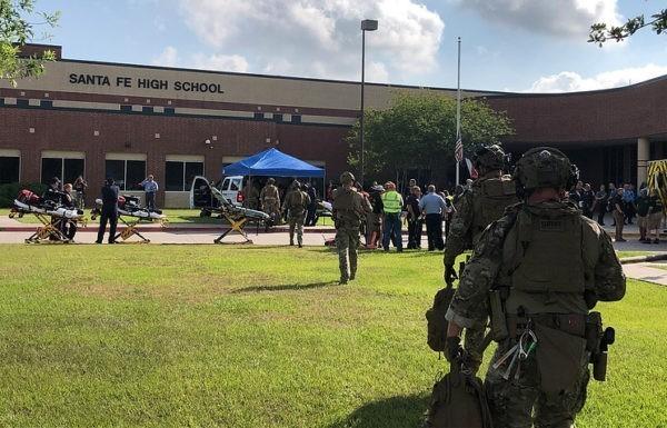 В США при стрельбе в школе погибли не менее 10 человек