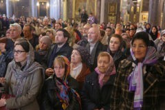 От 56 до 32: верующих в каждом следующем поколении все меньше