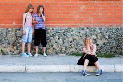 """""""Ты чо такая тупая!"""" – 10 вещей о травле, которым надо научить ребенка уже сегодня"""