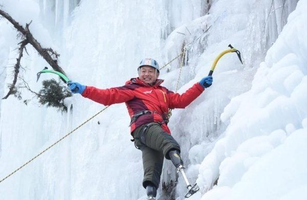 Эверест впервые покорил с юга человек без обеих ног