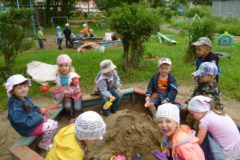 Воспитательница екатеринбургского детсада забыла на улице двух детей