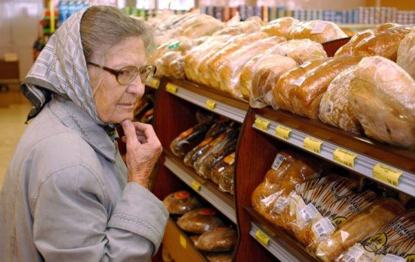 Малоимущие россияне получат продовольственные карточки