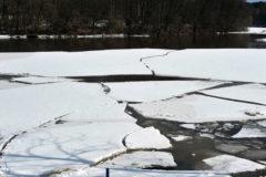 Пермские подростки спасли провалившегося под лед рыбака