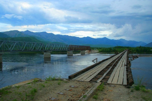 «Самый опасный мост в России» смыло ледоходом: жители забайкальского поселка отрезаны от мира
