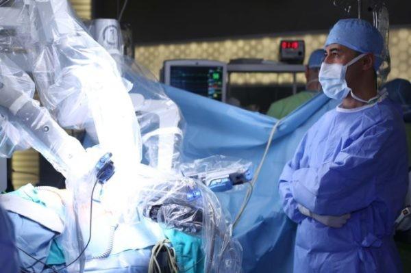 Российские врачи впервые провели операцию на мозге при участии робота