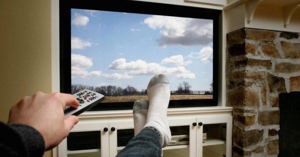 Телевизор, деньги, время с детьми – социологи выявили самые «радостные занятия» россиян