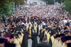 На Украине 60 тысяч верующих подписали обращение против идеи автокефальной Церкви