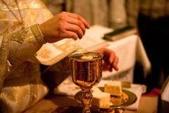 Архимандрит Андрей (Конанос): Хлеб и вино претворятся в Тело и Кровь, каким бы грешником ни был священник