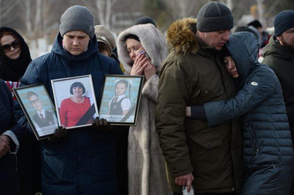 «Я хочу поставить скульптуру своей семьи, чтобы приходить и общаться…» Кемерово. 40 дней