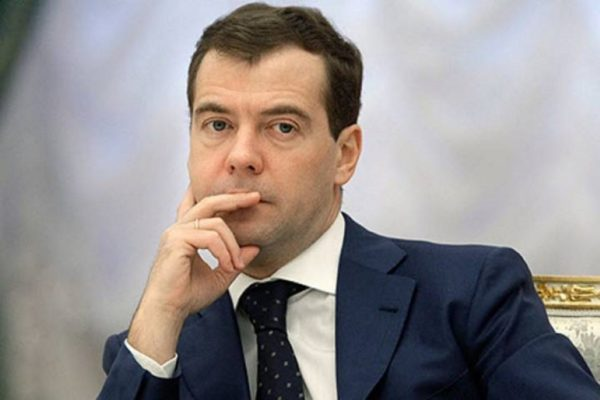 Медведев пообещал законодательно закрепить единый статус многодетных семей