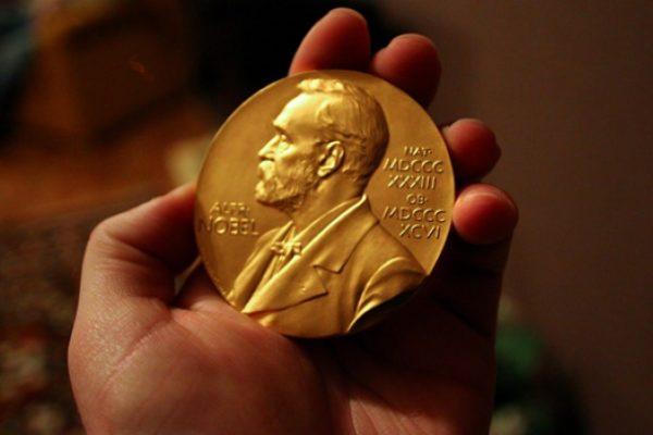 Шведская академия отложила вручение Нобелевской премии по литературе