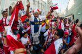 Как уживаются на Никольской улице мексиканские болельщики и православные монахи