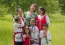 К нам монашку положили, она десятого ребенка ждет!