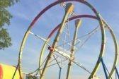 Вниз головой на высоте 10 метров: Прохожие спасли посетителей сломавшегося аттракциона