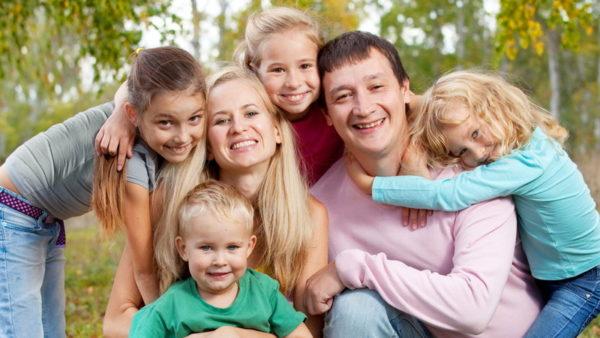 Денежное пособие на каждого ребенка и нулевую ипотечную  ставку  предлагает Церковь для поддержки многодетных
