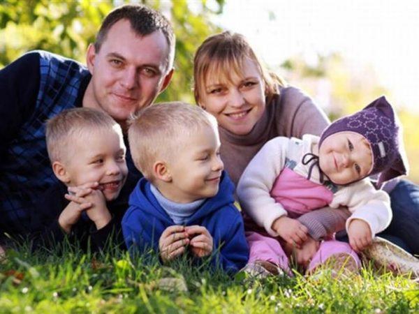 Многодетная семья из Томска 8 лет ждет положенную по закону землю