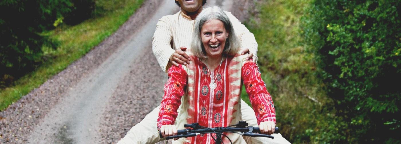 Индус проехал на велосипеде 6 тысяч миль ради будущей жены – уже 40 лет они вместе