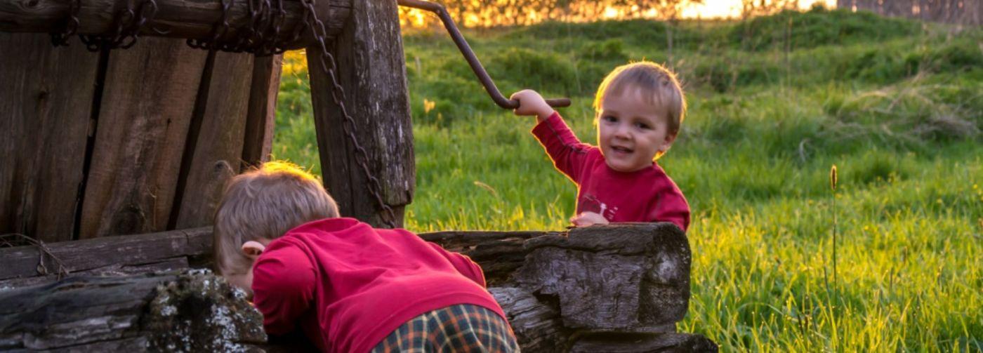 15 опасностей дачи: как уберечь ребенка