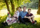 «Своим семьем»: многодетные на колесах и главный лайфхак