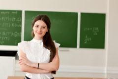 #УчителяТожеЛюди: Педагоги выступили в поддержку уволенной за фото в купальнике коллеги