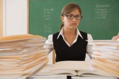 Около 20% школьных учителей хотят уйти с работы из-за низкой зарплаты