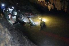 В Таиланде проходит операция по спасению школьников из пещеры