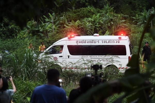 Из затопленной пещеры в Таиланде спасены четверо детей