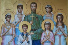 С короной на голове, но чаще без нее – иконы Царственных страстотерпцев