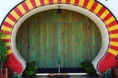 Стрит-арт, двери, вывески и лавка зеленщика – инстаграм калифорнийского пресвитера