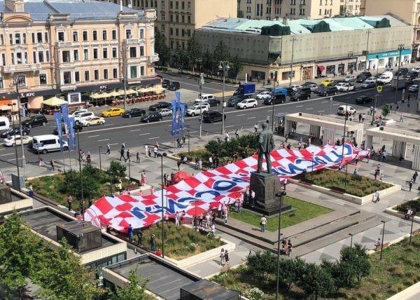 «Спасибо, Россия!»: Хорватские болельщики устроили в Москве акцию благодарности