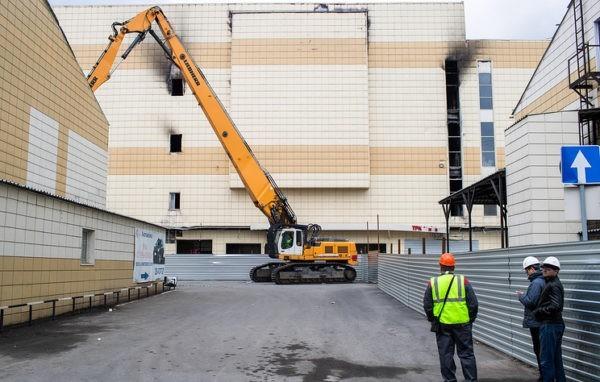 В Кемерове начали сносить торговый центр «Зимняя вишня»