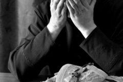 """""""Дети священника растут без отца, а жена отвернулась к стенке и ревет"""""""