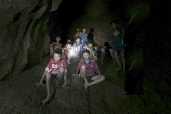 ФИФА пригласила на финал чемпионата мира детей, застрявших в пещере в Таиланде