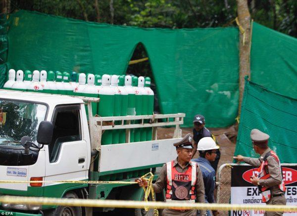 Спасатели продолжат эвакуацию детей из тайской пещеры – под землей остаются восемь детей и их тренер