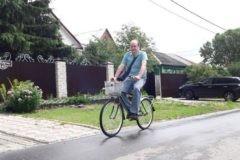 Почтальон Белкин: Жители коломенского поселка купили новый велосипед одинокому почтальону