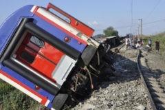 В Турции пассажирский поезд сошел с рельсов: погибли 24 человека