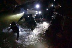 В Таиланде нашли живыми 12 пропавших детей – их искали в затопленной пещере больше недели