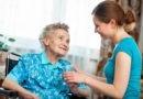 Уход за пожилыми людьми и детьми не позволяет работать 606 млн женщин в мире – исследование