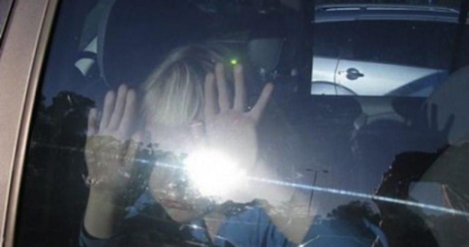 Новосибирец спас младенца из запертой на жаре машины – ему пришлось разбить стекло топором